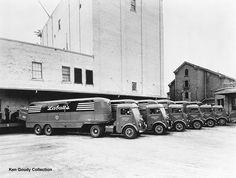 John Labatt's White truck fleet. These are models 810T. The picture was taken in 1944. Ken Goudy Collection.