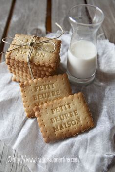 "Petit beurre fait maison ""Home-made Hospitality"" Biscotti Cookies, Milk Cookies, Cake Cookies, Cupcakes, Kolaci I Torte, Cookie Decorating, Love Food, Sweet Recipes, Cookie Recipes"