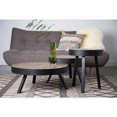 Dieser Beistelltisch ist in einer mehrschichtigen Massivholzplatte aus Teakholz gefertigt. Der teakfarbene Tisch in verschiedenen Höhen erwerbbar und ein absolut souveräner Begleiter Ihrer Couch.