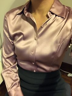44 Satin Blouses To Update You Wardrobe This Winter Casual Skirt Outfits, Sexy Outfits, Pretty Outfits, Fashion Outfits, Blouse Sexy, Blouse Outfit, Wrap Blouse, Nylons, Satin Bluse