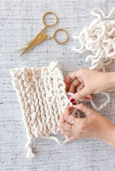 15 Minute DIY to Try: DIY Potholders (Using Just One Supply and Your Hands) | www.homeology.co.za