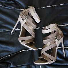 i would like this nude shoes with some black jeans and a white satin blouse Cute Sandals, Cute Shoes, Women's Shoes Sandals, Me Too Shoes, Shoe Boots, Strappy Shoes, Dream Shoes, Crazy Shoes, New Shoes