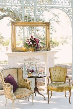 Vintage gold décor for your wedding / http://www.deerpearlflowers.com/wedding-reception-lounge-ideas/