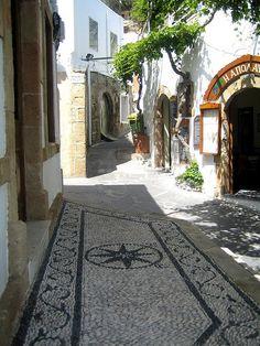 Escena de la calle en Lindos, isla de Rodas