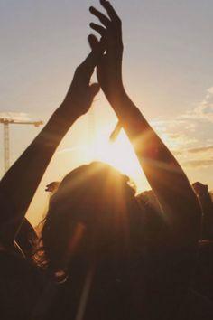 Hände in Luft Sonne