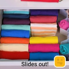Fold up! And watch these clever folding hacks! - Fold up! And watch these clever folding hacks! Organize your home with these genius folding tricks! Organisation Hacks, Closet Organization, Organizing, Amazing Life Hacks, Simple Life Hacks, Useful Life Hacks, Diy Crafts Hacks, Diy Home Crafts, Organiser Son Dressing