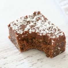 Make this Easy Chocolate Coconut Slice in no time at all - simply melt & mix! Conventional and Thermomix instructions included. Baking Recipes, Cake Recipes, Dessert Recipes, Desserts, Chocolates, Chocolate Coconut Slice, Bellini Recipe, Little Lunch, Gateaux Cake