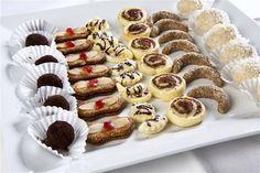 Pro diabetiky nebývají Vánoce zrovna veselé, protože většina cukroví, která se doma i na návštěvě servíruje, obsahuje cukr a je tedy nemocnému zapovězena. Přesto ani cukrovkáři nemusejí o svátcích mlsat jen chlebíčky a sýrové tyčinky. Máte-li v rodině diabetika, možná ho potěšíte dia cukrovím. Christmas Candy, Christmas Baking, Love Is Sweet, Mini Cupcakes, Waffles, Sweet Tooth, Cookies, Breakfast, Diabetes