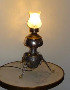 """lampe de table """"on a marché sur la lune"""" de la boutique ericecile44 sur Etsy"""