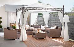 Ein Pavillon im Garten oder auf der Terrasse ist eine elegante Ergänzung zu den Gartenmöbeln.