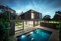 Modern home with swimming pool by Urban Angles