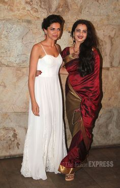 Deepika Padunkone stunned in a white Alice + Olive maxi at the 'Ram-Leela' screening. Here's the beauty posing with the ever-beautiful Rekha. Rekha Saree, Bollywood Saree, Bollywood Actress, Bollywood Fashion, Indian Designer Wear, Indian Designers, Deepika Padukone Style, Indian Princess, Saree Dress