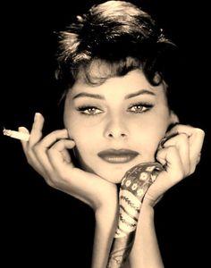 Sophia Loren (Sofia Scicolone Villani, 1934) actriz italiana, gran mito erótico del cine europeo.