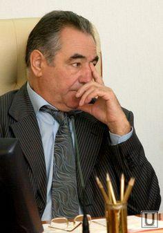 Богомолов один из кандидатов, выдвинутых правительством на ответственный пост http://gazeta45.com/jizn_obchestvo/oleg-bogomolov-vozmozhno-budet-rabotat-v-banke.html