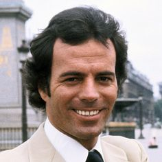 Julio Iglesias Biography