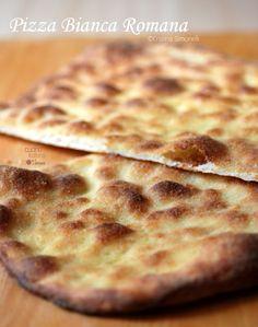 Oggi il Calendario del Cibo celebra la Pizza Bianca Romana, ovvero lo street food più diffuso nella città della Grande Bellezza