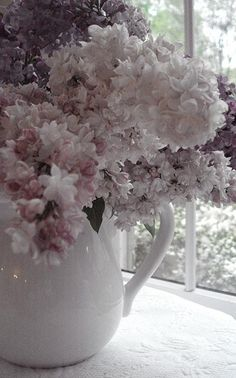 Lilacs #lilacs #arrangement #soft #light #airy #flowers #flora #floral #white #purple