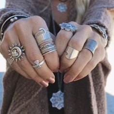 Boho Jewelry Boho jewelry :: Rings, bracelet, necklace, earrings flash tattoos :: For Gypsy wanderers Free Spirits :: See more untamed bohemian jewel inspiration Hipster Grunge, Grunge Goth, Bohemian Rings, Bohemian Jewelry, Gypsy Rings, Luxury Jewelry, Cute Jewelry, Silver Jewelry, Jewelry Rings