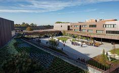 Escola Secundária e Centro Cultural Moulins / Chartier Dalix Architectes