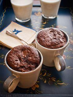 Bizcocho chocolate en taza