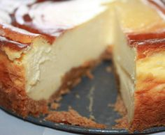 Recipe NEW YORK CHEESECAKE by maripazlinares, learn to make this recipe easily in your kitchen machine and discover other Thermomix recipes in Dulces y postres. Cheesecake Thermomix, Cheesecake Recipes, Dessert Recipes, Newyork Cheesecake, Sweet Recipes, Food Cakes, Food And Drink, Cooking Recipes, Yummy Food
