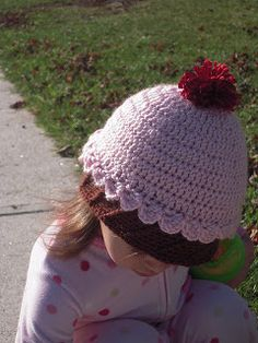 Petite Props: FREE Crochet PATTERN Cupcake Beanie Hat