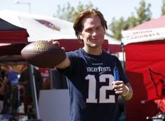 "azcentral sports on Twitter: ""Dude in Tom Brady mask at Cardinals tailgate…"