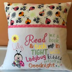 How to make a pillow or cushion with Piping attached - Sewing Method Because every child should learn to love reading . This adorable reading pocket pillow is a wonderful way to make re. Book Pillow, Reading Pillow, Sewing Projects For Kids, Sewing Crafts, Sewing Ideas, Machine Embroidery Projects, Embroidery Machines, Embroidery Ideas, Pillow Embroidery