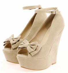 Super cute! Love the peep toe wedge with bows.