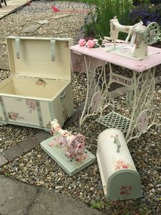 19 Best Ideas For Antique White Furniture Paint Shabby Chic Antique White Furniture, Shabby Chic Furniture, Painted Furniture, Furniture Ideas, Vintage Shabby Chic, Shabby Chic Decor, Coin Couture, Antique Sewing Machines, Sewing Table