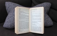 meowmiau: DIY Leseknochen Schnittmuster und Anleitung / Relaxing Neck Pillow