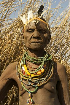African Women - old woman. African Tribes, African Women, We Are The World, People Around The World, Old Faces, Tribal People, Portraits, African Culture, Interesting Faces