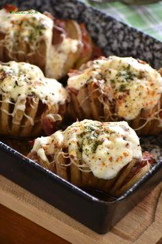 Szuper karanténkaja a pikáns sült krumpli | Egyszerű finomságok Baked Potato, Potatoes, Baking, Ethnic Recipes, Food, Potato, Bakken, Essen, Meals