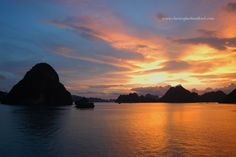 http://starlightcruises.vn/The best time for Halong Bay photography in a year is from March to Jun and October to December. Although May and June are a little bit hot and it makes the photo hunting not very comfortable, there are more sunny hours, sunrise and sunset also tend to more beautiful during this summer months. In contrast, October to early December is in the winter, when it starts cold, but the sky is blue and clear with crystal sea, a pure backdrop for photos.
