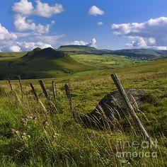 Les paysages volcaniques du Cézallier sont propices à la randonnée été comme hiver ! www.sejours-issoire.com
