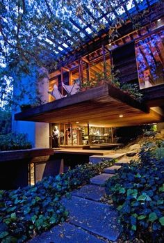 The unparalleled Palisades house of Ray Kappe, which kicks off our yearlong series on the landmark houses of Southern California. I would say this house has my favorite combinations: Wood and Greenery Architecture Design, Amazing Architecture, House Doctor, My Dream Home, Exterior Design, Future House, Beautiful Homes, Outdoor Living, House Design