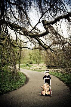 Børnefotos i Naturen. Børnefotografering i Kolding. Kreative børnebilleder ved professionel børne og baby fotograf. Babyfotografering - børnefotografen. Din Børnefotograf - Kolding fotografi. www.fotografkolding.net Fotograf Kolding, Danmark