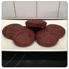 Voilà une recette de gâteau au chocolat façon paléo! – Préchauffer le four à 180 degrès. – Ensuite faire fondre le chocolat noir dans le lait de coco. – Séparer les jaunes d'oeufs des blancs. – Batter en neige les blancs d'oeufs. – Dans un bol, mélanger le chocolat fondu avec les jaunes d'oeuf, rajouter […]