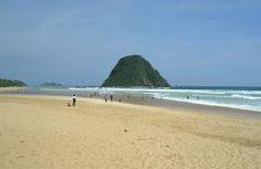 Simon Anon Satria: Pesona alam Pantai Pulau Merah - Banyuwangi.