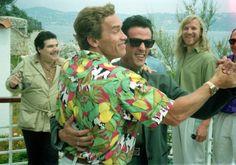 Арнольд Шварценеггер и Сильвестр Сталлоне танцуют в Каннах, 1990 г. http://www.nashaamerica.com/blogi/green-card/item-8045/ #Schwarzenegger #Stallone #dance #move #celebrity #fabulous #style #cannes #funny #smile #humour #cool