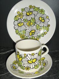 1 Yellow Daisies Trio Coffee Can Vintage Crockery, Yellow Daisies, Coffee Cans, Tea Cups, Porcelain, Pottery, Crown, Canning, Mugs