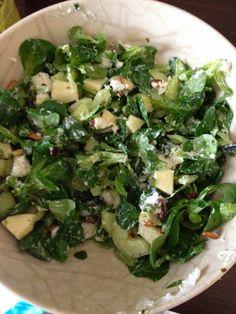 Een heerlijke salade met veldsla en geitenkaas