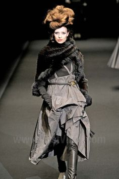 .Hiroko Koshino - Ready-to-Wear - Runway Collection - Women Fall / Winter 2012