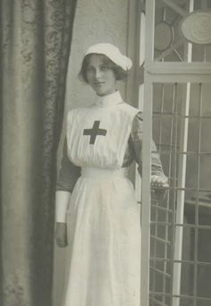 WWI Nurse / Infirmière inconnue de la Première Guerre Mondiale