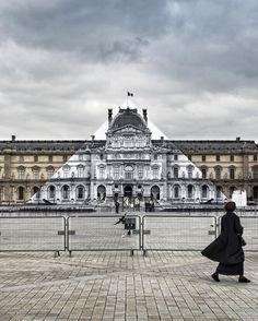 La Disparition de la Pyramide du Louvre (1)