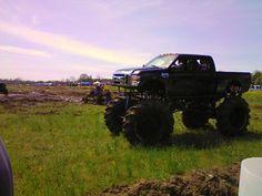 Truck yeah! Let me get it jacked up, yeahhh! #diesels #trucks #black #lifted #dodge #ford #gmc #chevy #cummins #powerstroke #duramax #diesel #truck #dieseltrucks #dieselsellerz #dieselpowergear #power #turbo