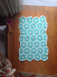 Baby knitting crochet blanket in light blue  Κουβέρτα μωρουδίστικη με πλέξιμο σε γαλάζιο Baby Blankets, Knit Crochet, Rugs, Knitting, Home Decor, Carpets, Homemade Home Decor, Decoration Home, Tricot