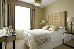 Спальня в цветах: Бежевый, Белый, Светло-серый, Серый. Спальня в стиле: минимализм.