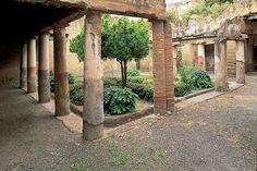Ercolano-Casa del Colonnato Tuscanico www.bbfauno.com #ercolano #herculaneum #ruins #scavidiercolano #pompeii #hotelpompei #villadeipapiri #pompei #excursions #travel #italy #faunopompei