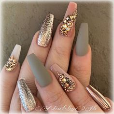 The advantage of the gel is that it allows you to enjoy your French manicure for a long time. There are four different ways to make a French manicure on gel nails. Glam Nails, Beauty Nails, Cute Nails, My Nails, Pretty Nails, Best Acrylic Nails, Acrylic Nail Designs, Nail Art Designs, Creative Nail Designs